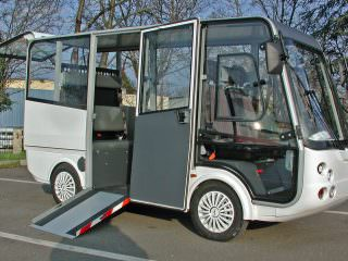 Electric shuttle bus with wheel chair acess